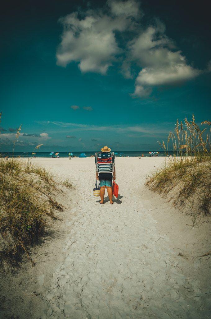 back-view-beach-carry-1583767.jpg