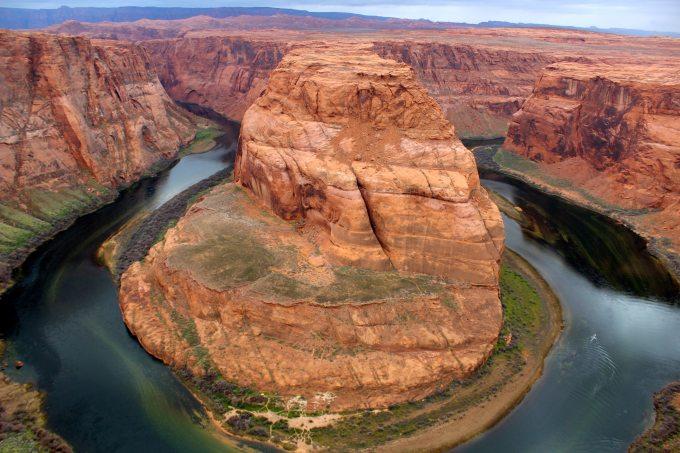 arid-bend-canyon-cliff-339141.jpg